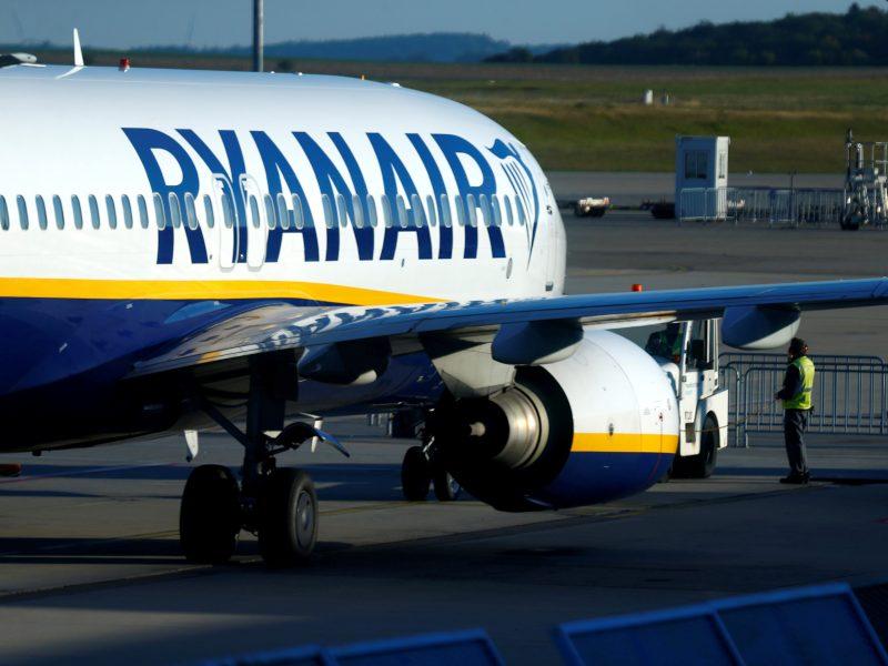 """""""Ryanair"""" pilotai grasina streiku: reikalauja didesnių algų"""