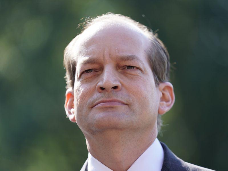 JAV darbo sekretorius atsistatydina dėl J. Epsteino skandalo