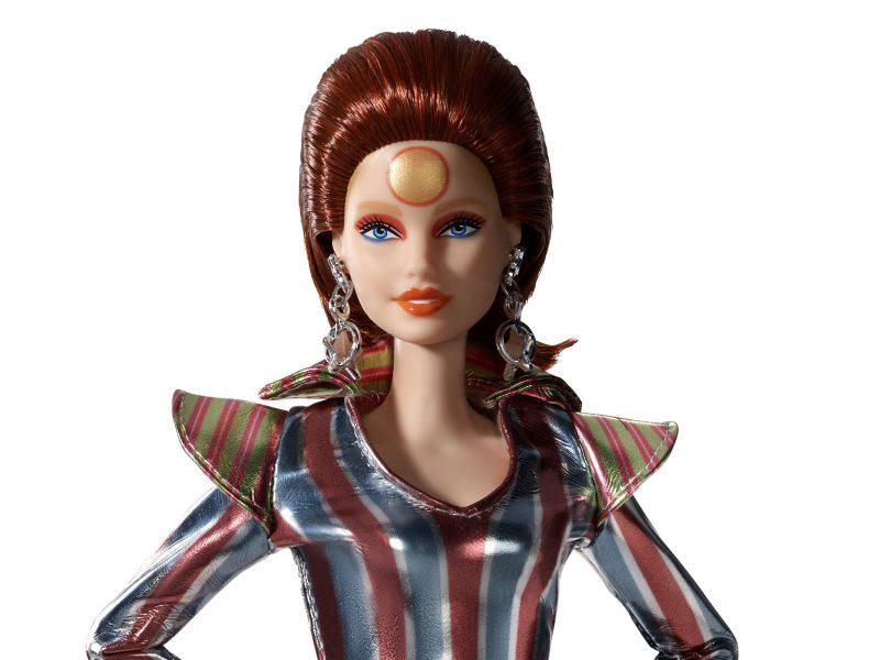 """Žaislų gamintoja """"Mattel"""" pristato D. Bowie garbei sukurtą Barbę"""