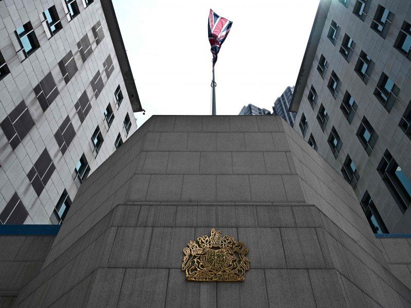 Didžioji Britanija nerimauja dėl savo konsulato Honkonge darbuotojo sulaikymo