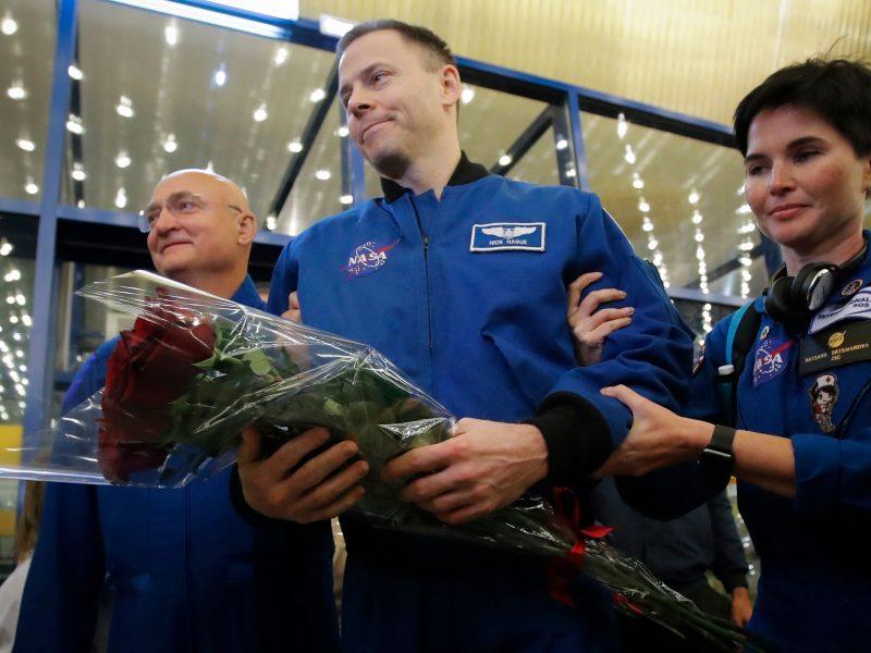 """Rusija po avarinio """"Sojuz"""" nusileidimo apdovanojo NASA astronautą N. Hague'ą"""