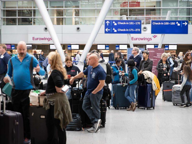 """""""Lufthansa"""" dėl streiko atšaukia 1,3 tūkst. skrydžių: tai paveiks 180 tūkst. keleivių"""