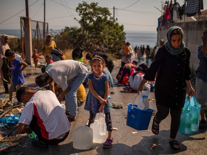 Po gaisro Morijos stovykloje virš tūkstančio migrantų apgyvendinti kitoje vietoje