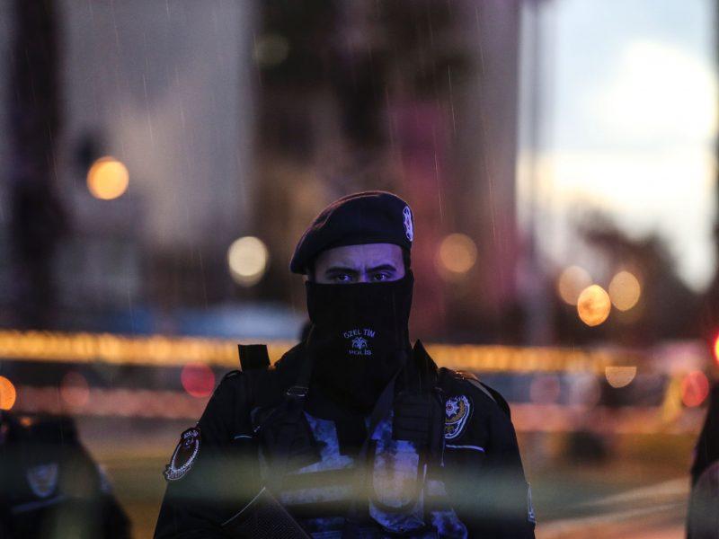 Turkijos šaudmenų sandėlyje nugriaudėjo virtinė sprogimų