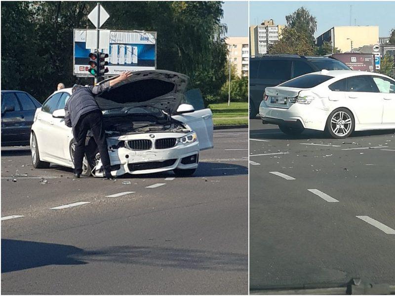 BMW vairuotojas sukėlė avariją: važiavo degant raudonai ir kalbėjo telefonu?
