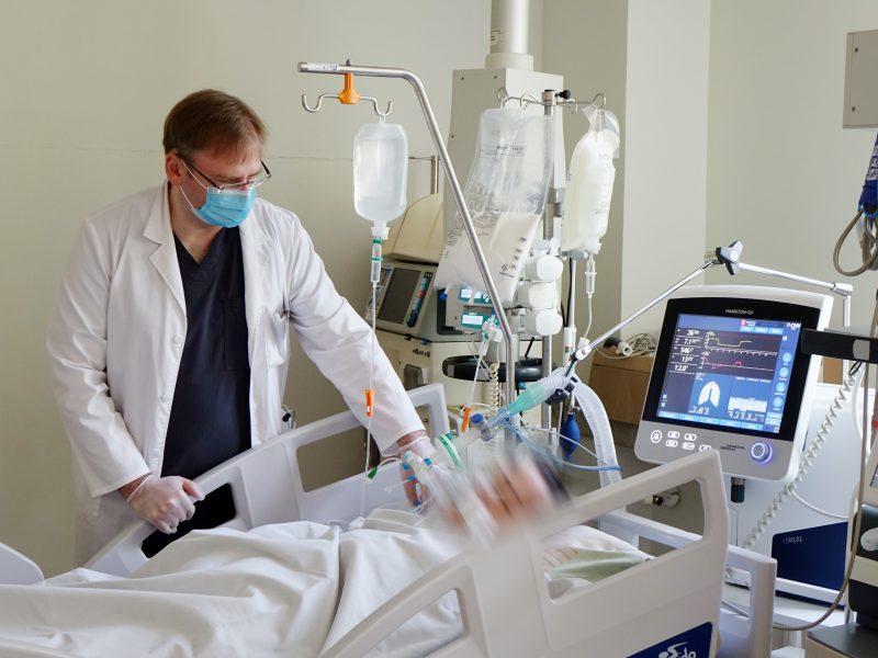 Koronaviruso židinyje dirbęs medikas: dabar mes mokomės iš savo pačių patirties
