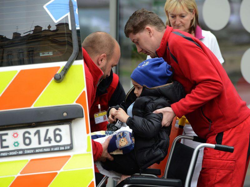 Čekija: lūžus viešbučio terasos grindims, nukentėjo 15 vaikų