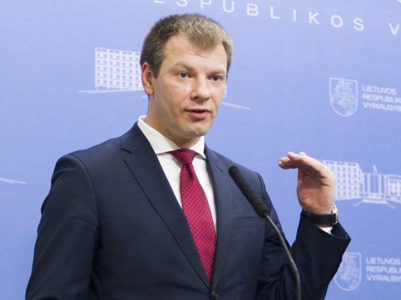 """Finansų ministras: Lietuva siekia išvengti ekonomikos """"perkaitimo"""""""