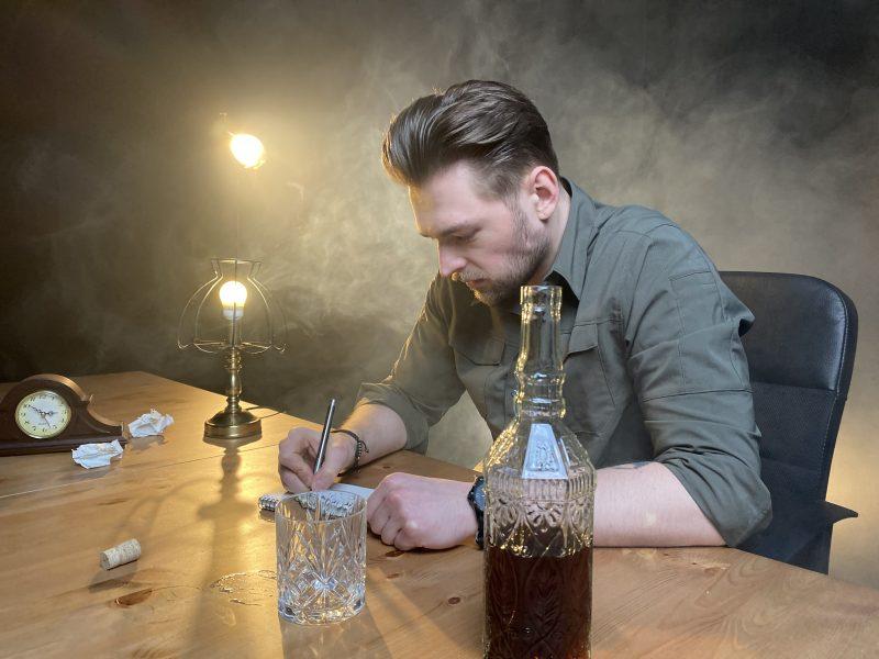 J. Veklenko apie naują vaizdo klipą: vaidinti, kai sprogsti iš nevilties – nelengva