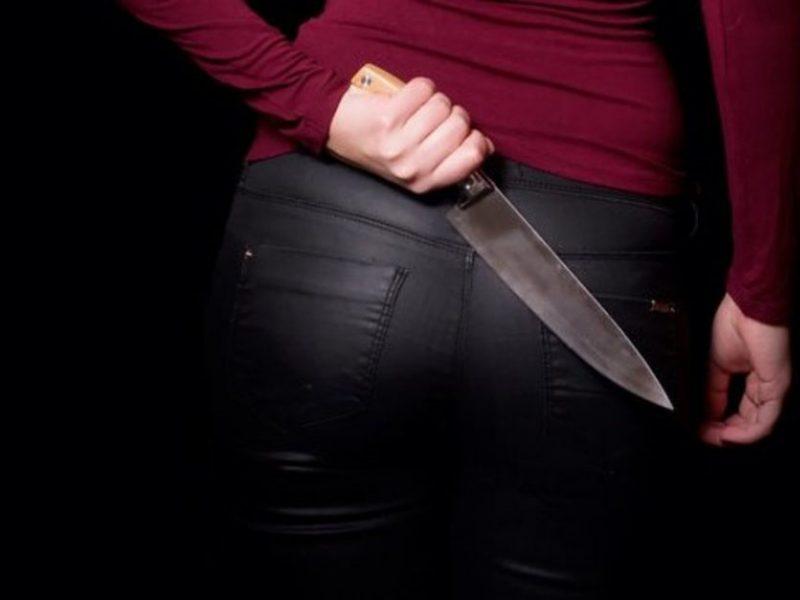 Šiauliuose – girtos moters išpuolis peiliu: sužalojo vyrą