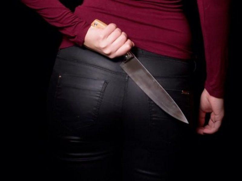 Šiauliuose – girtų asmenų konfliktas: moteris peiliu sužalojo vyrą