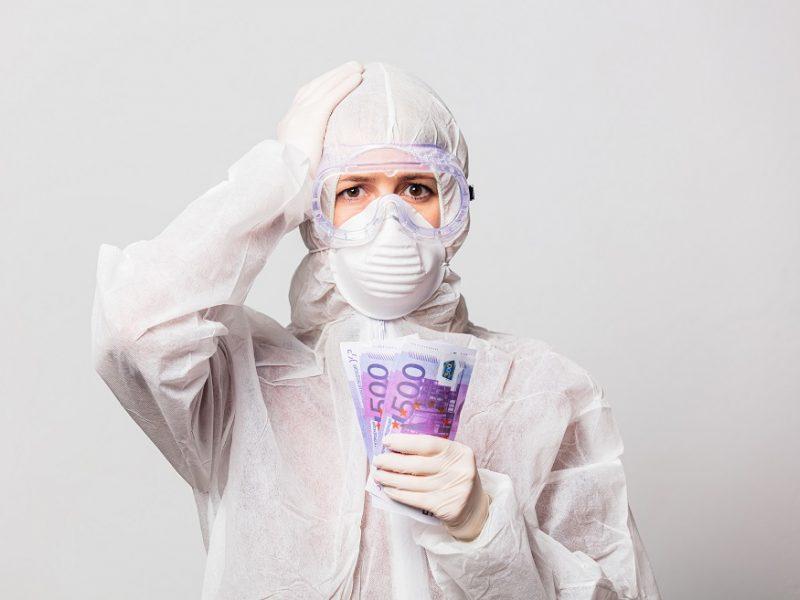 Pažadas medikams didinti algas virto šnipštu: pinigus suvalgo pandemija