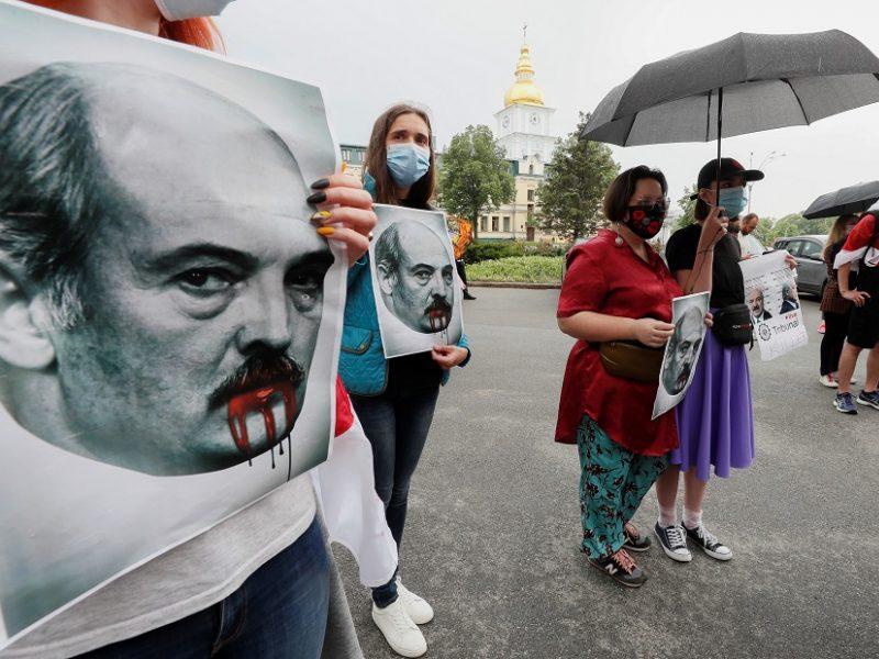 Tarp naujų ES sankcijų taikinių – Baltarusijos ministrai, A. Lukašenkos sūnus ir marti