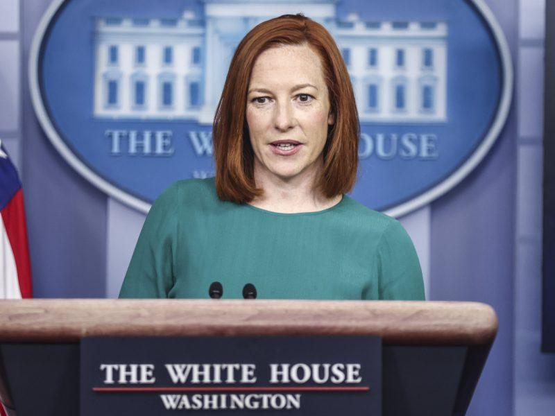 JAV Baltieji rūmai atmeta COVID-19 skiepų paso idėją