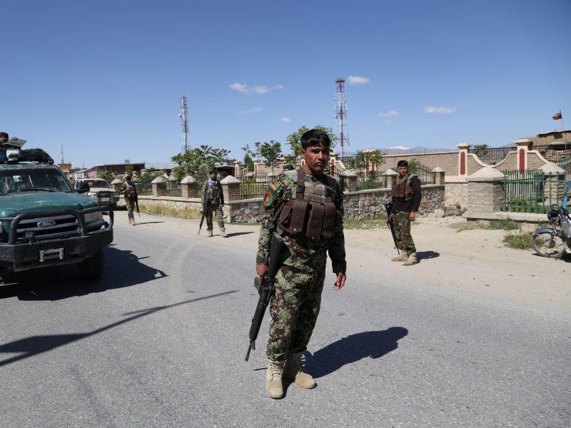 Afganistano taikos derybų vadovas sako esąs pasirengęs dialogui su talibais