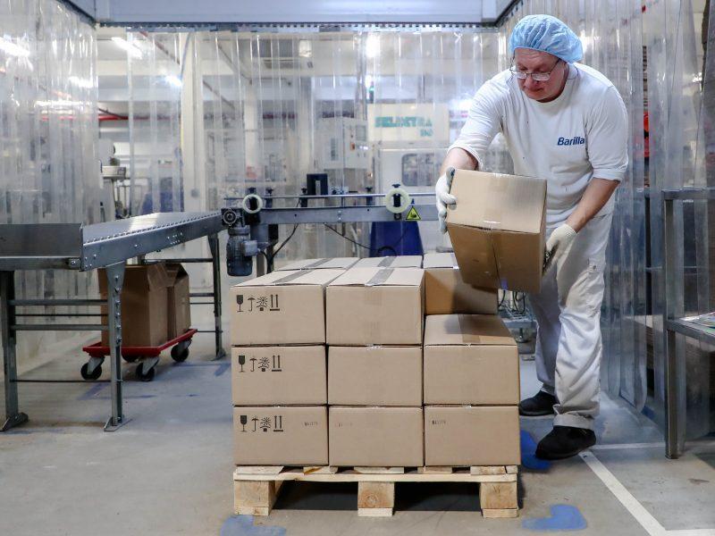 Koronaviruso padariniai: Rusijoje atleidimus planuoja pusė įmonių