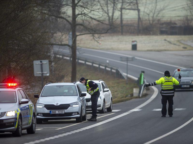 Čekija įvedusi kelionių suvaržymus pasitelkė 30 tūkst. policininkų ir karių