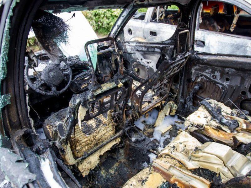 Utenoje naktį sudegė policijos tyrėjo automobilis: įtariamas padegimas