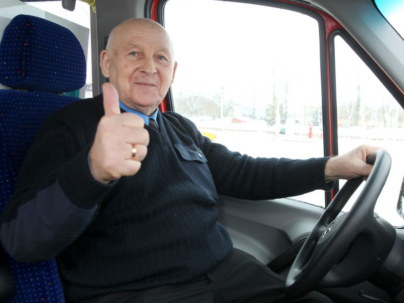 50 metų autobusą vairuojantis kaunietis – apie pasikeitusius keleivius ir techniką