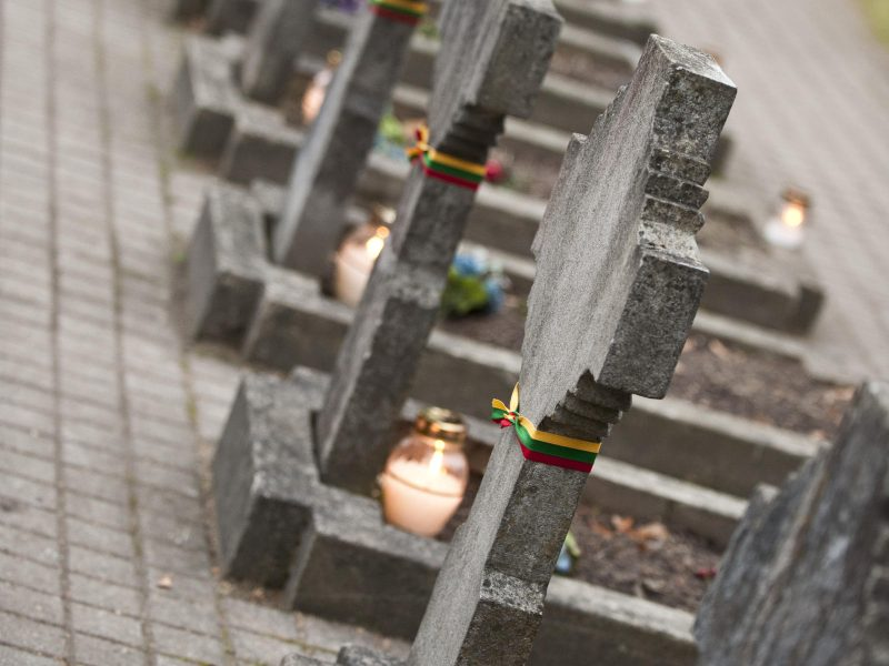 Tauragėje išniekintas karių kapinių paminklas <span style=color:red;>(papildyta)</span>