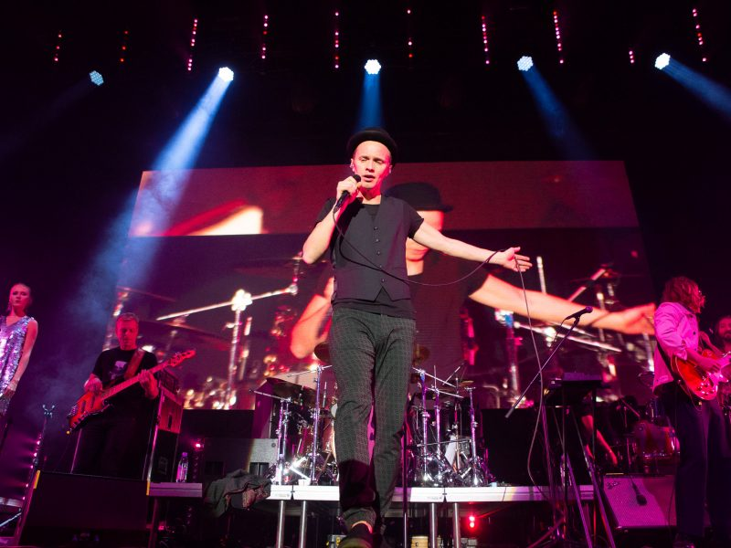 """Sostinę sudrebino """"BrainStorm"""" koncertas – gerbėjus stebino ir latviškais hitais"""