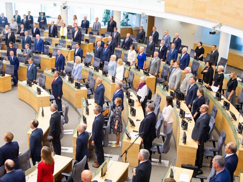 Susitikimus viešinančių Seimo narių – vis mažiau