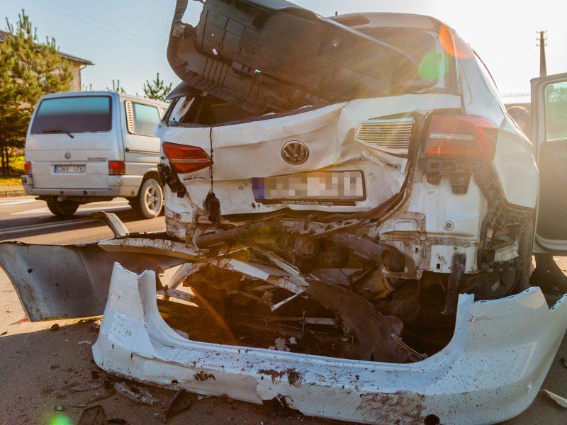 """Avariją matę kauniečiai: iš """"Volkswagen"""" liko tik metalo krūva"""