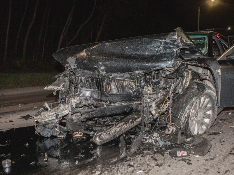 Į keleivinį autobusą rėžėsi BMW: nukentėjo keleiviai, kaltininkas pasišalino
