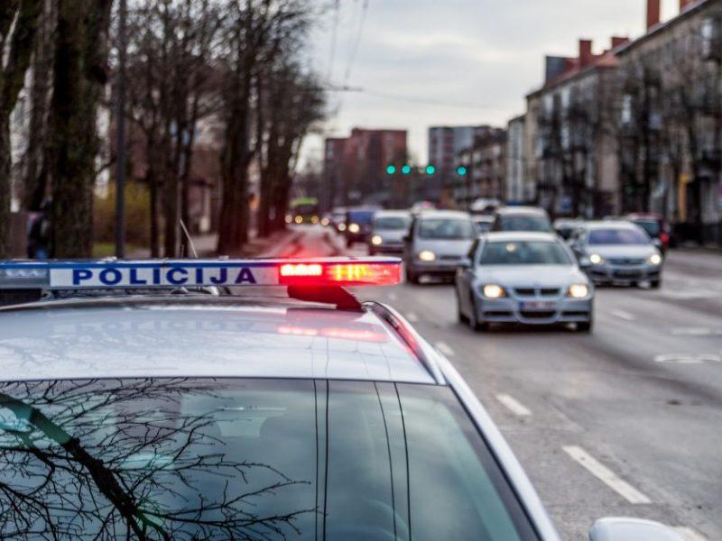 Pėsčiųjų kelionę neleistinose gatvių vietose stabdė pareigūnai