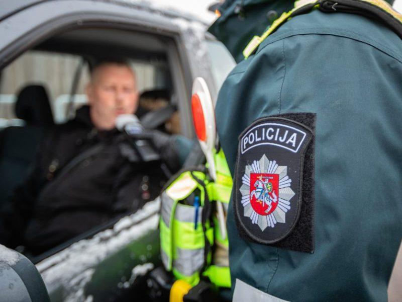 Girtutėlis vairuotojas Kaune apgadino du svetimus automobilius