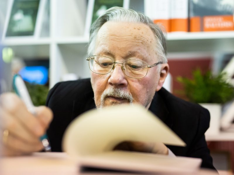 Seimo teisininkai: siūlymas dėl V. Landsbergio statuso gali prieštarauti Konstitucijai