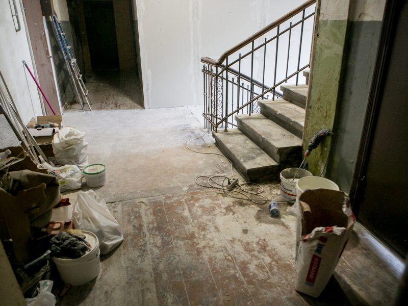 Į neviltį varo dėl remonto kylančio dulkės: žmoną su vaiku iškrausčiau iš namų
