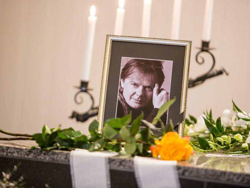 Kaune atsisveikinama su poetu K. Navaku