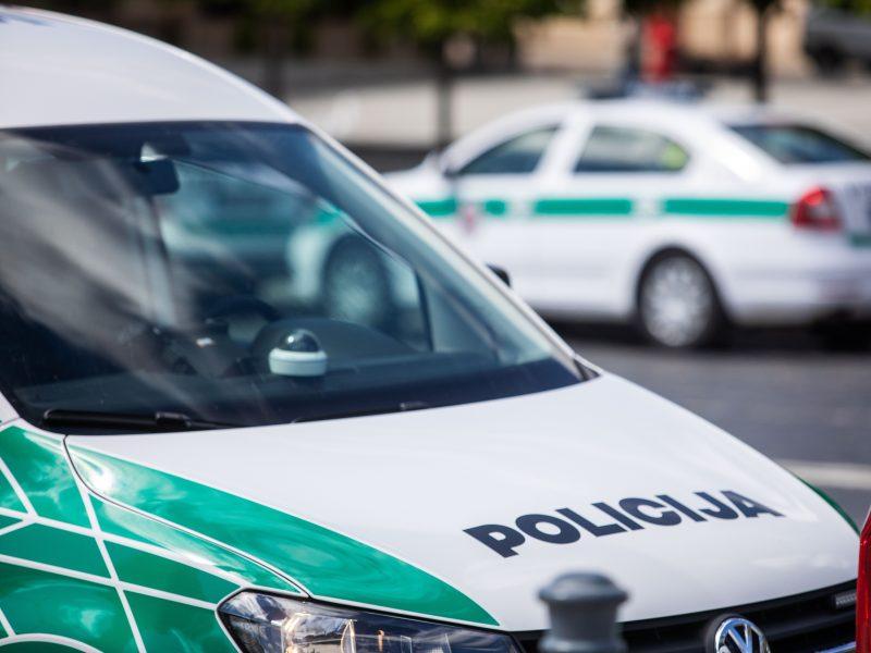 Šilainiuose girta vairuotoja stovėjimo aikštelėje partrenkė moterį