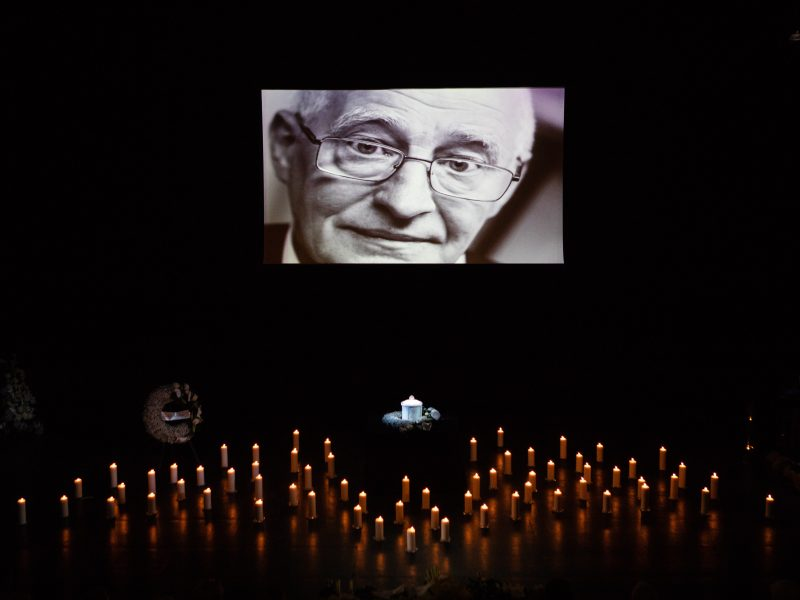 Vilniaus mažajame teatre atsisveikinama su mirusiu aktoriumi G. Girdvainiu