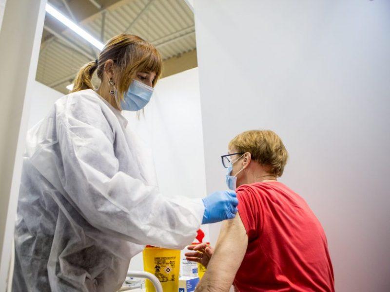 Paaiškėjo, kiek lietuvių skiepytųsi nuo koronaviruso