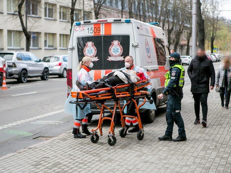 Nelaimė Kauno centre: partrenkta neleistinoje vietoje gatvę kirtusi senolė