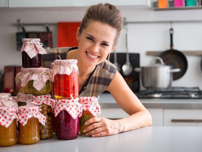 Daržovių atsargos žiemai: į stiklainius – ne vien agurkus