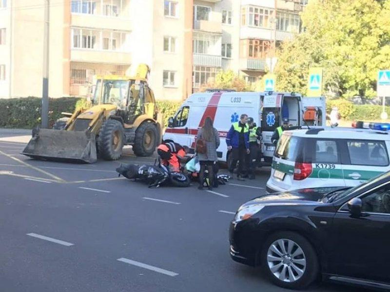 Per susidūrimą su ekskavatoriumi nukentėjo nepilnametis motociklininkas