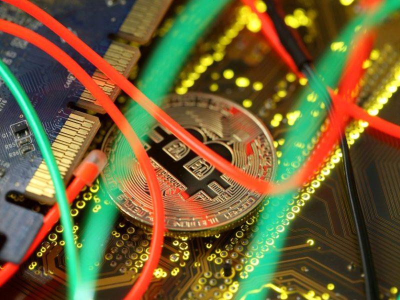 Į kriptovaliutas investuoti įkalbėtas vyras sukčiams pervedė per 14 tūkst. eurų