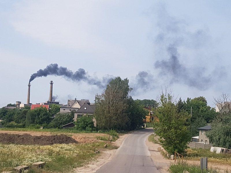 """Po gyventojus išgąsdinusių dūmų iš """"Palemono keramikos"""" – aplinkosaugos vizitas"""