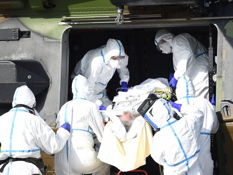 Pasaulis paniro į nuosmukį, Europoje sparčiai daugėja koronaviruso aukų
