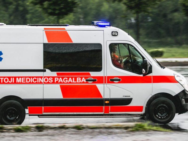 Mažeikių rajone su keturračiu apsivertė ir susižeidė du vaikai