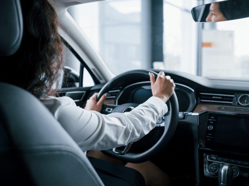 Sugriežtinus karantiną – painiava: vairuoti moko, bet egzaminai nukelti