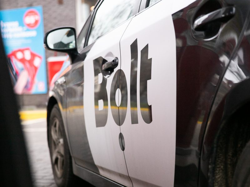 """Po skaudžios avarijos – keleivių rūpestis dėl """"Bolt"""" pavežėjų: kas kompensuos žalą?"""