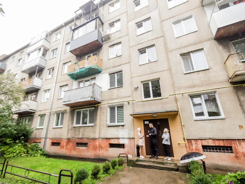 Aistros dėl balkono remonto: už naujakurį turės mokėti visi namo gyventojai