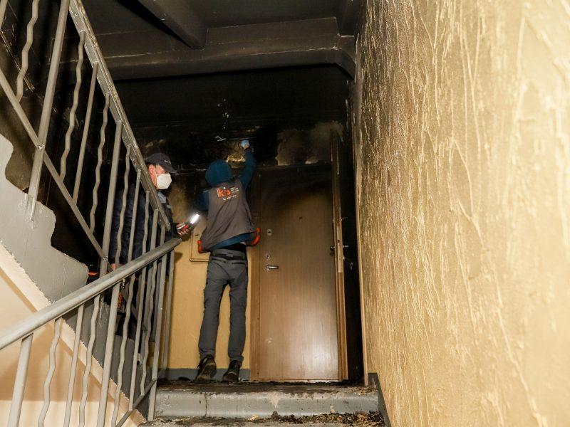 Skalbyklės sukeltas gaisras Dainavos penkiaaukštyje: nukentėjo net septyni jo butai