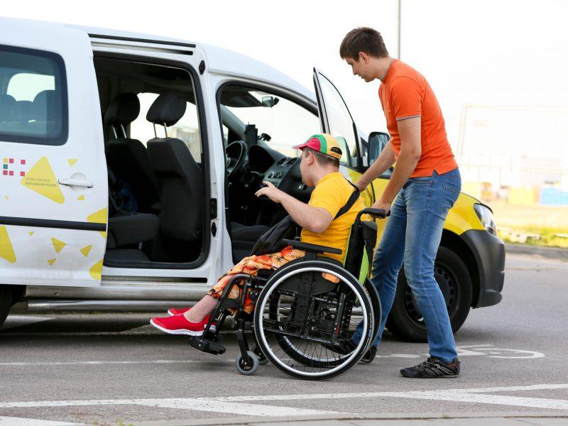 """Kaune neveiks """"Socialinis taksi"""", bet neįgaliuosius veš kitos įstaigos"""