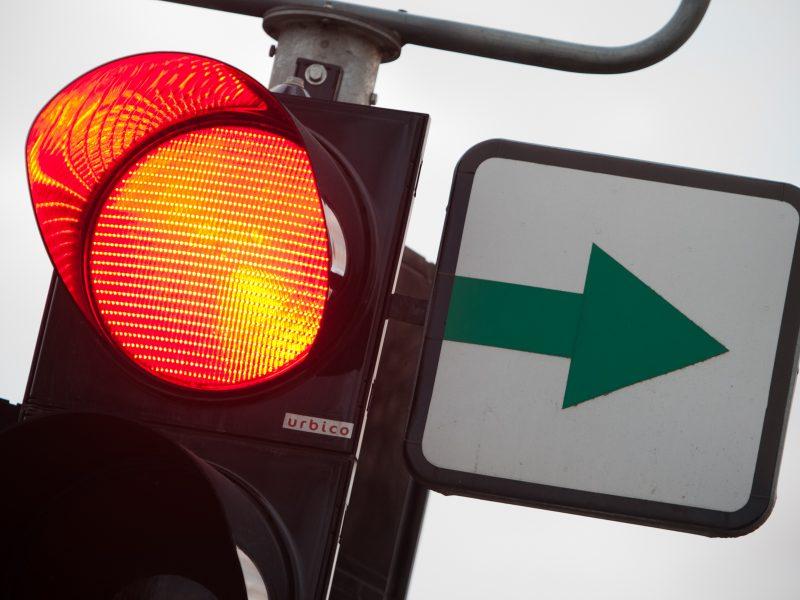 Kauniečiai netveria pykčiu: judrioje sankryžoje šviesoforas klaidina jau kelintą parą