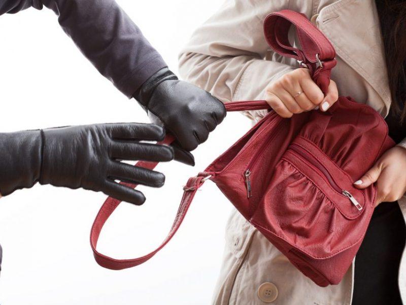Įžūliai garbaus amžiaus moteris apiplėšinėjęs jonaviškis – pareigūnų rankose